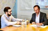 El ministro de Infraestructura recibió de manos del intendente Walter Torchio proyectos de obras para Carlos Casares