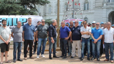 Despidos: Tras la protesta frente a la Municipalidad de La Plata, Trabajo los convocó para este martes