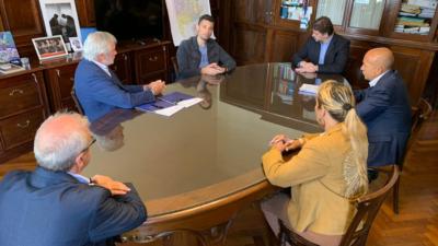 General Rodríguez / El Intendente Mauro García firmó varios convenios con el Procurador General de la Suprema Corte, Julio Conte Grand
