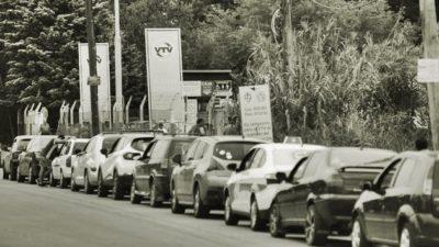 """Desde transporte de provincia buscan soluciones """"paliativas"""" a las largas colas en la VTV platense y se piensa en un sistema con más plantas"""
