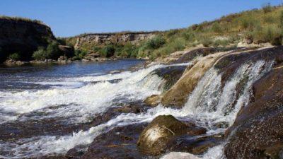 """Tres Arroyos contaminados: descubren un """"combo de insecticidas"""" en los cursos de agua que dan nombre al partido bonaerense"""