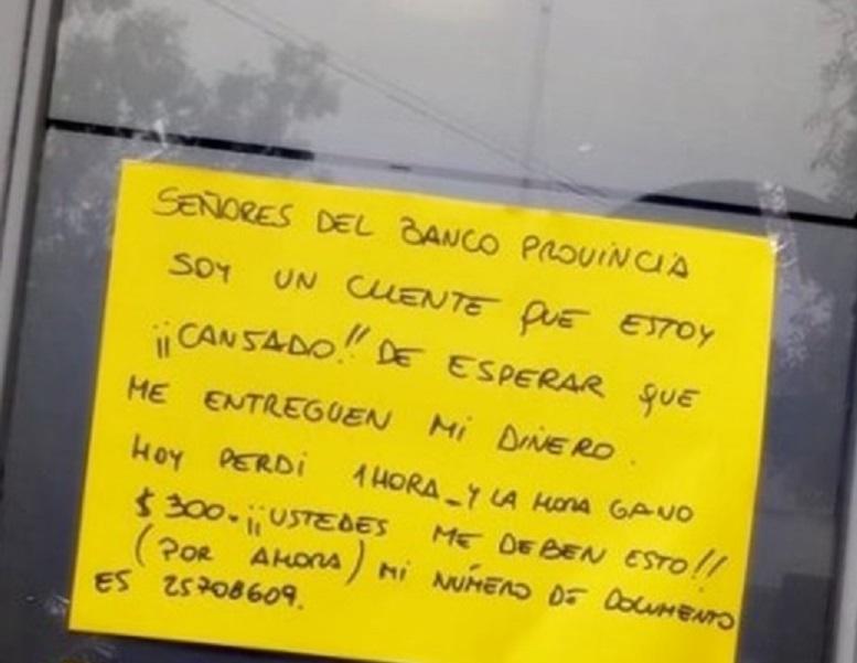 Cansado de hacer cola en el cajero, un cliente del Banco Provincia reclamó que le paguen la hora de trabajo perdida