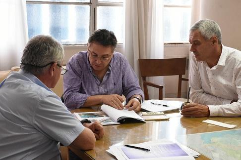 El titular de hidráulica de provincia recibió al intendente de Berisso, Fabián Cagliardi y planificaron reactivar obras en la ciudad