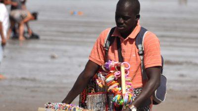 """Esto no es Uganda te tenés que ir"": denuncian racismo contra vendedor ambulante en Necochea"
