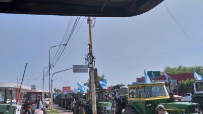 """Ruralistas realizaron un """"tractorazo"""" contra las retenciones en Pergamino"""