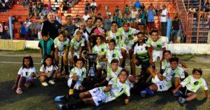 Un club de barrio de La Plata ganó el Mundialito de fútbol infantil en Río Negro