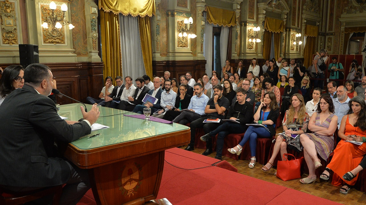 Kicillof y su gabinete recibieron la primera capacitación de género por la Ley Micaela