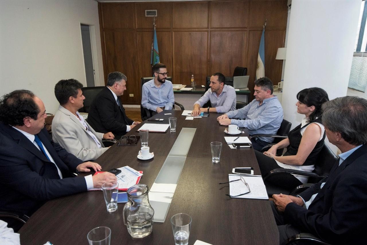 Autoridades del BID se reunieron con el ministro Simone con el objetivo de asignar financiamiento para el avance de obras
