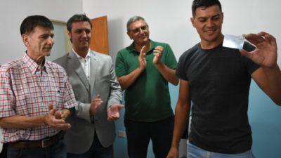 El titular de Transporte provincial, Alejo Supply entregó impresoras de licencias de conducir en Roque Pérez y Tapalqué