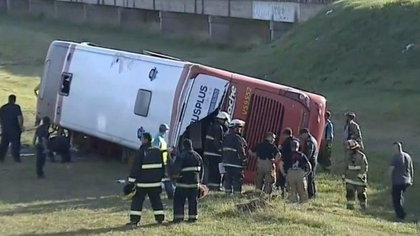 Con destino a Pacheco: Un colectivo volcó en Ruta 2, murieron 2 personas y varios heridos