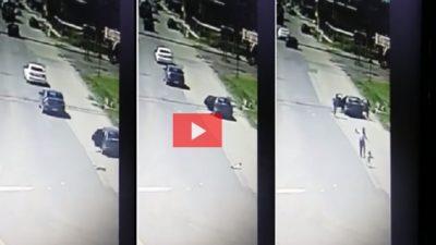 VIDEO / un niño se cayó de un auto en marcha y se salvó de milagro