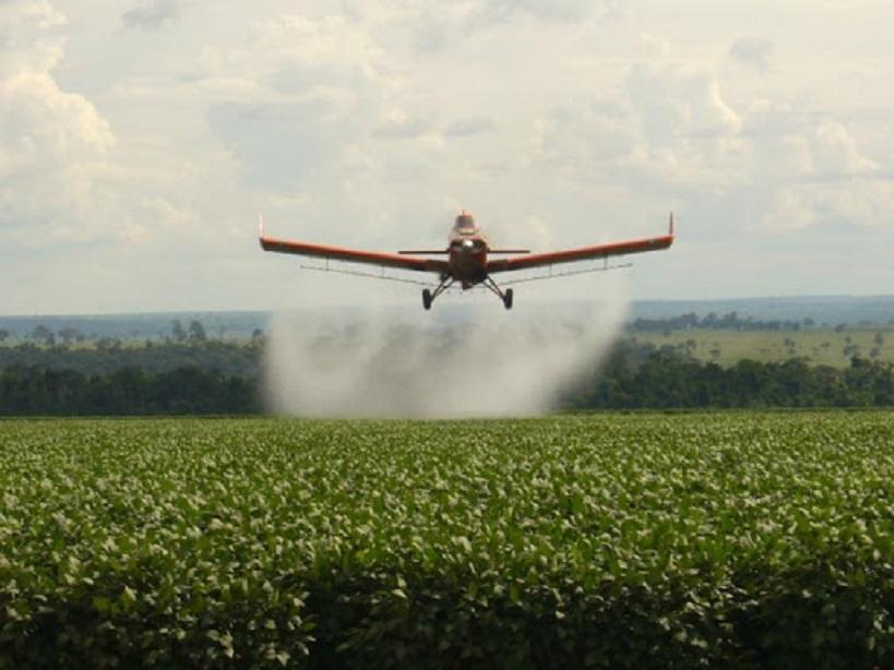 Provincia suspendió la resolución que liberaba el uso de agroquímicos y creó un Observatorio con las universidades