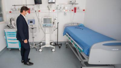 Kicillof visitó el centro logístico provincial donde se recibieron insumos y equipamiento sanitario