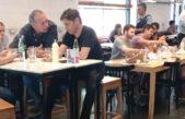 Fotografían a Axel Kicillof y a Sergio Berni almorzando en una hamburguesería de La Plata