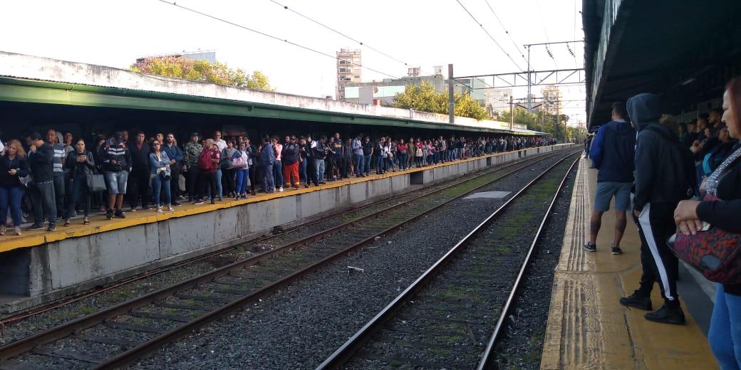 """El Tren Roca es un caos y el gobierno culpó a una """"obra inconclusa de la gestión anterior"""""""