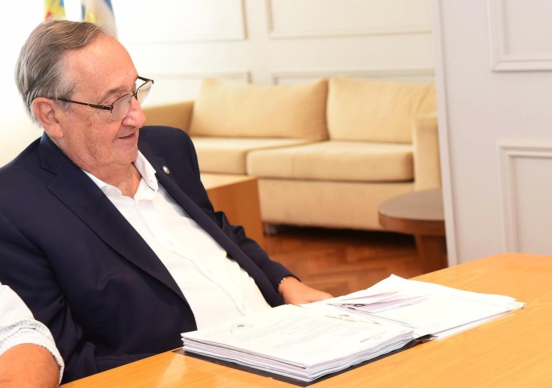 """Mediante una carta el intendente de Tandil, Miguel Lunghi felicitó y agradeció a quienes """"le ponen el pecho al riesgo, con el alma y el corazón"""""""