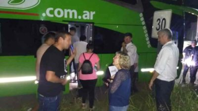 Pánico en un colectivo: pasajeros exigieron detener un micro por una mujer que recién volvía de España