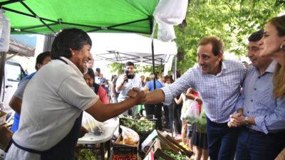 Arroyo, Tolosa Paz y Garro entregaron las primeras tarjetas alimentar en La Plata
