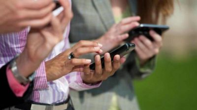 Denuncian aumentos y cortes en los servicios de teléfonos y TV por cable a pesar del DNU que los prohíbe