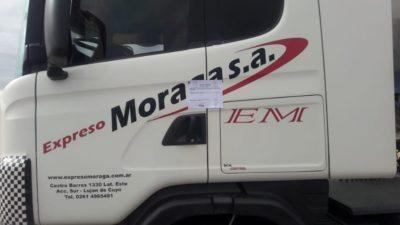 Fajas y polémica: denuncian que es violatorio de los derechos humanos impedir a los choferes que bajen del camión