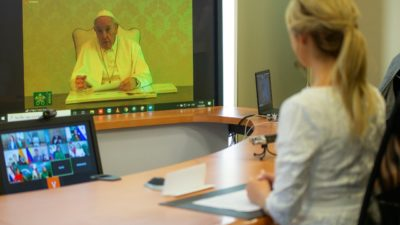 """La primera dama, Fabiola Yáñez participó de un CiberEncuentro con el Papa Francisco quien expresó """"la educación crea cultura, o no educa"""""""