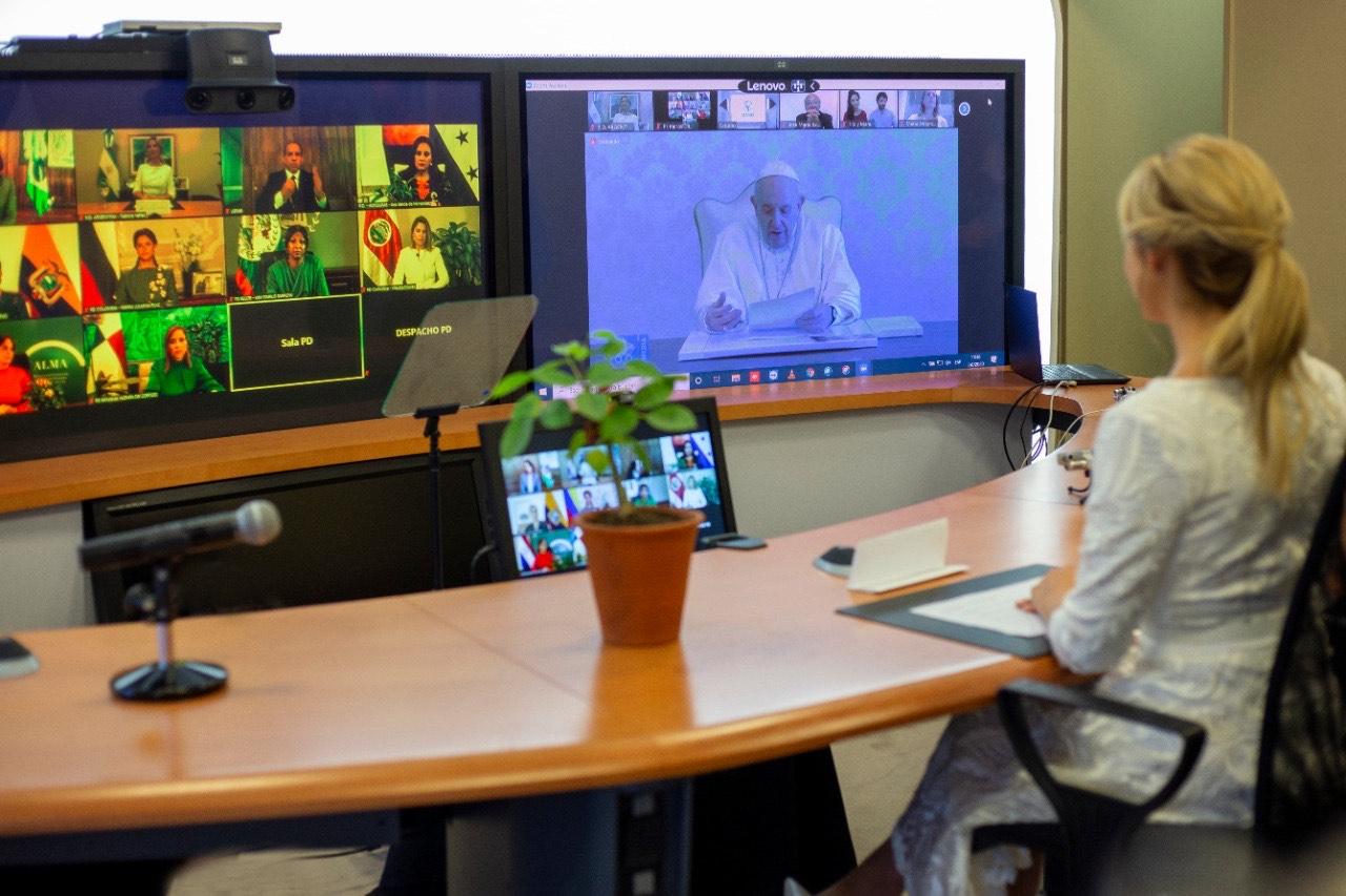 Fabiola Yáñez en conferencia con el Papa Francisco