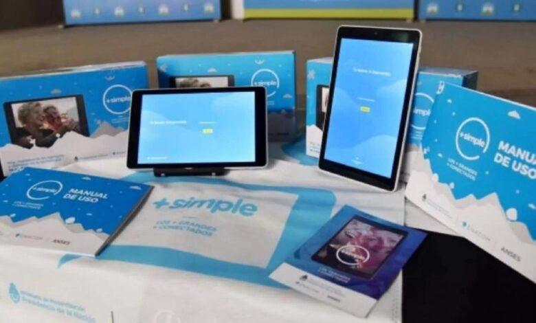 """Lanzan """"Más Simple"""", la tablet gratis de ANSES y ENACOM para AUH, Jubilaciones Mínimas y Monotributistas Sociales"""