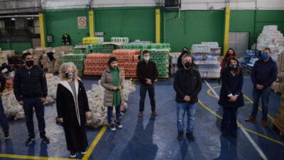 El banco provincia donó 1600 camperas y 1700 zapatillas para la comunidad de Villa Azul