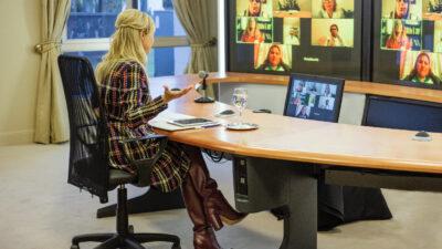 La Primera Dama Fabiola Yáñez realizó un encuentro virtual y federal con maestros de diferentes provincias