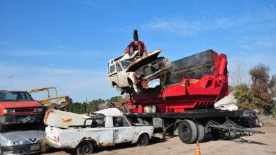 Monte Hermoso: se compactaron 22 vehículos abandonados a través del ProNaCom