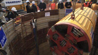 Malena Galmarini y Martín Insaurralde presenciaron la bajada de la tunelera de una obra cloacal que beneficiará a 36 mil vecinos y vecinas de Lomas de Zamora