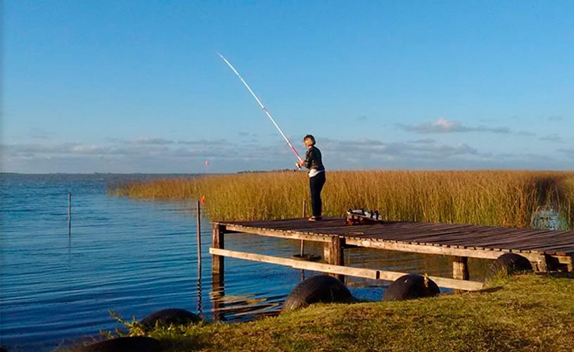 Empieza la veda del pejerrey y muchos pescadores ni siquiera pudieron tirar la caña
