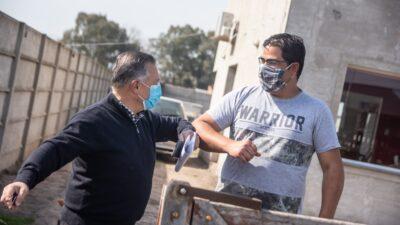 Las Flores / Alberto Gelené recorrió obras de gas que realiza el municipio para más de 100 familias