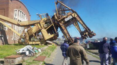 Se desplomó una grúa de 20 toneladas en el Astillero Río Santiago: las imágenes