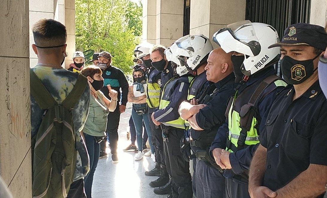 Olavarría: a Galli se le juntaron dos manifestaciones en el municipio y hubo incidentes