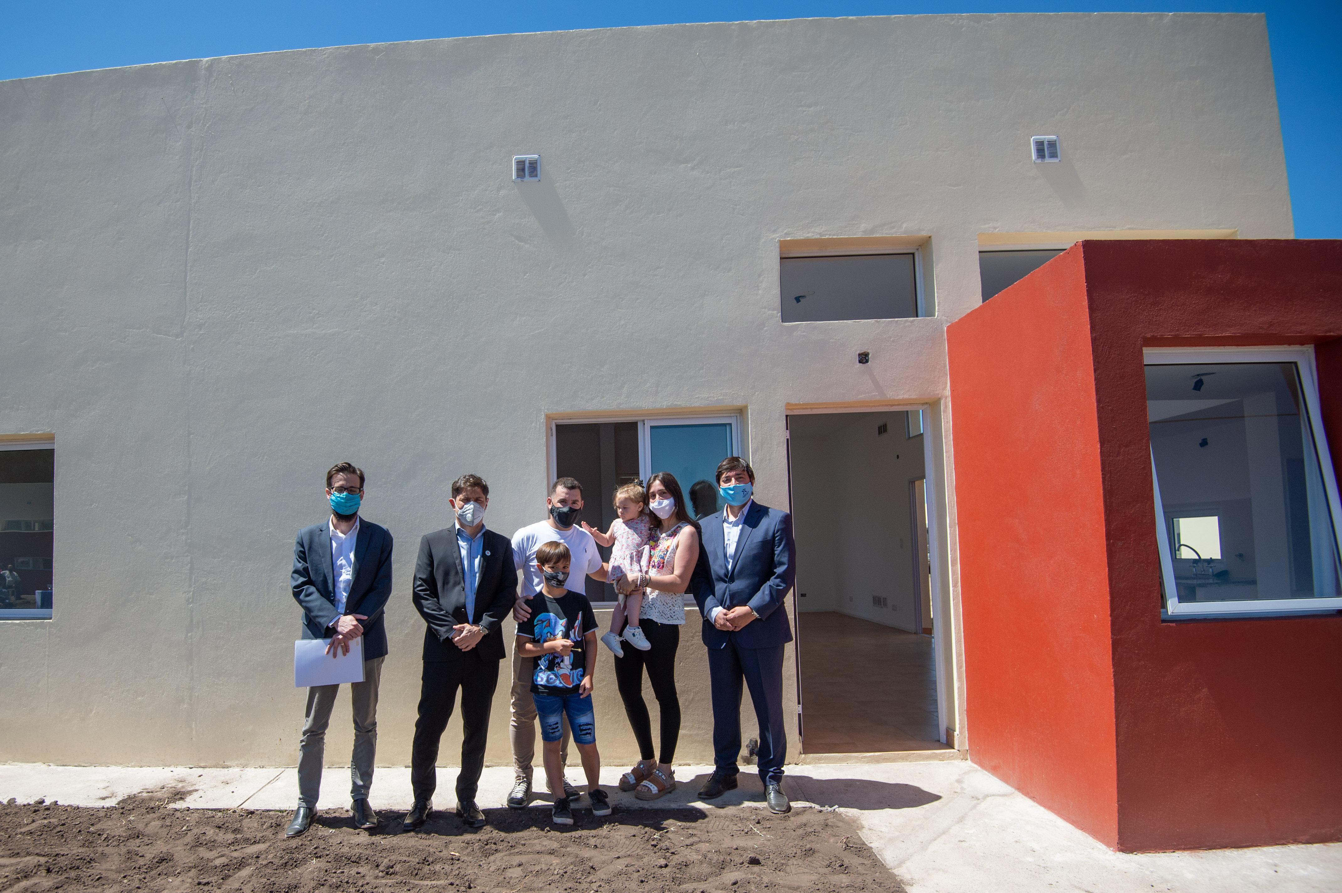 """Axel Kicillof entregó casas en Daireaux y expresó """"construir viviendas es crear trabajo y reconocer derechos"""""""