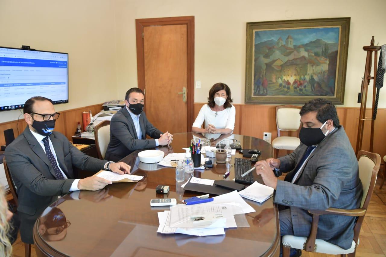 Por temor a usurpaciones, el intendente de Florencio Varela se reunió con el fiscal de estado bonaerense