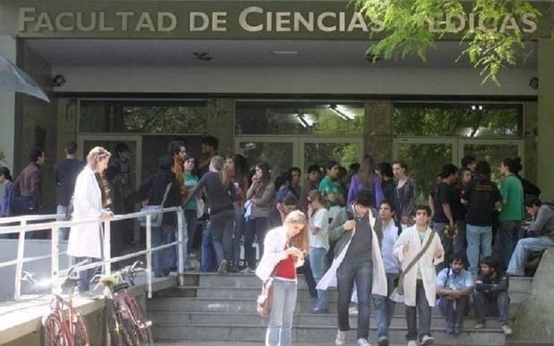 La pandemia despertó la vocación por estudiar medicina y en la UNLP explotó la inscripción de ingresantes