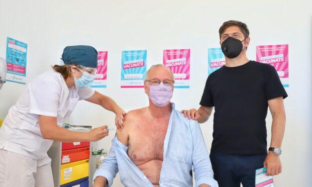 El ministro Gollan fue el primer mayor de 60 en aplicarse la vacuna y Kicillof completó la segunda dosis
