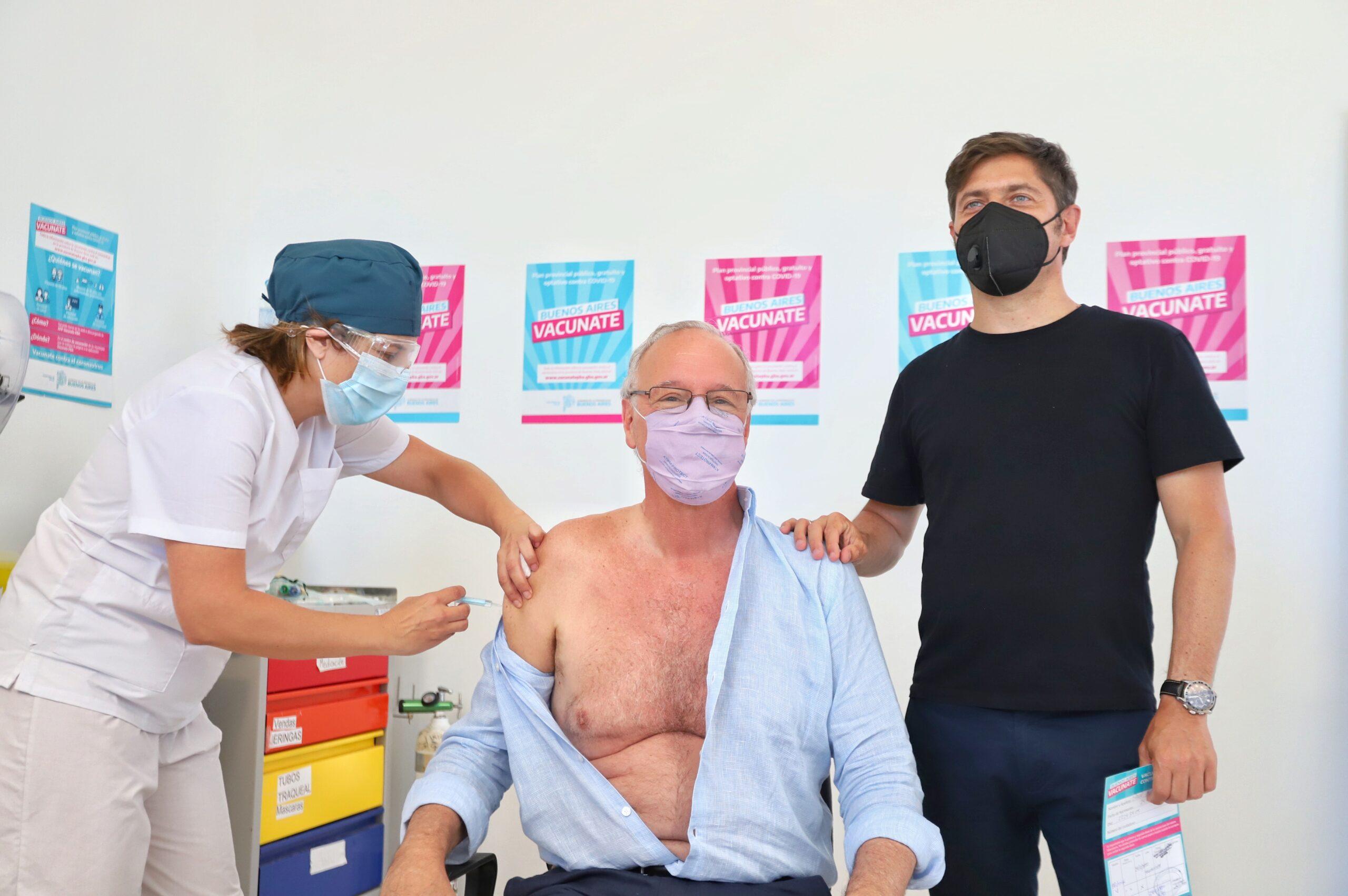 Gollán el primer mayor de 60 en ponerse la vacuna