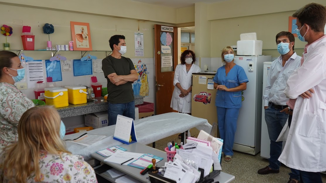 Wado De Pedro visitó Mercedes y junto a Ustarroz felicitaron al personal de salud