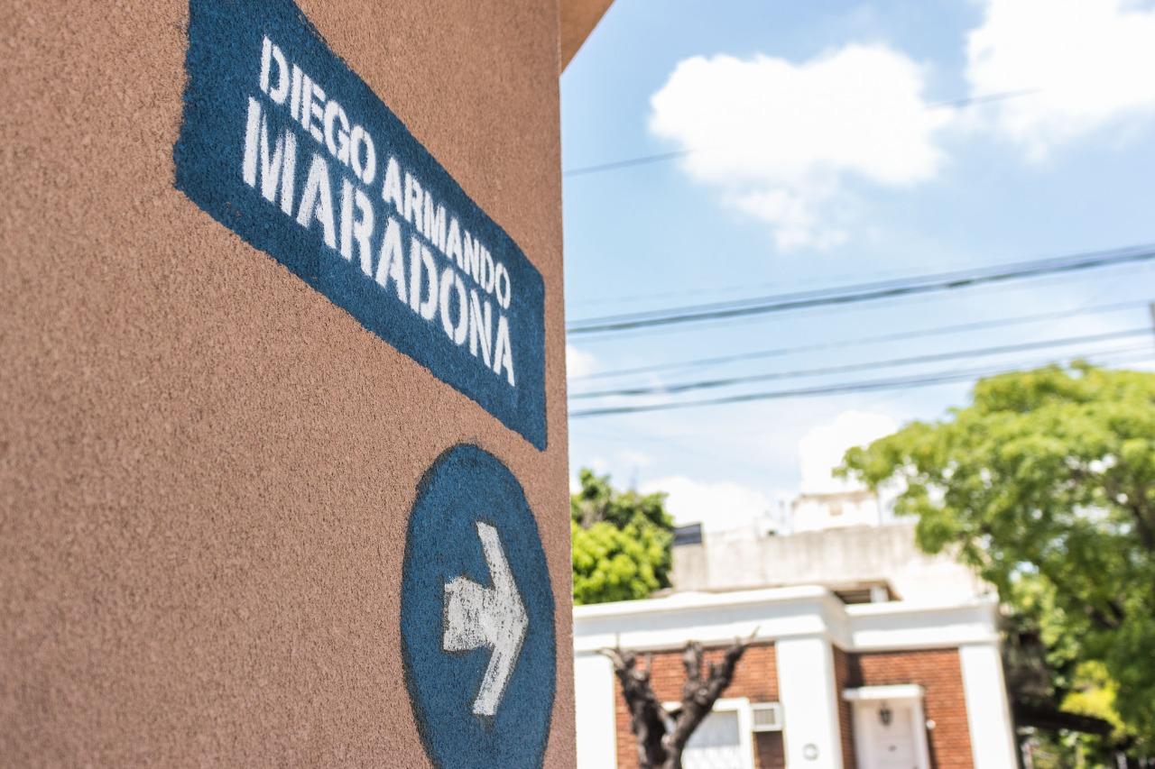 Maradona ya tiene su calle en Lanús y juntan llaves para hacerle un monumento