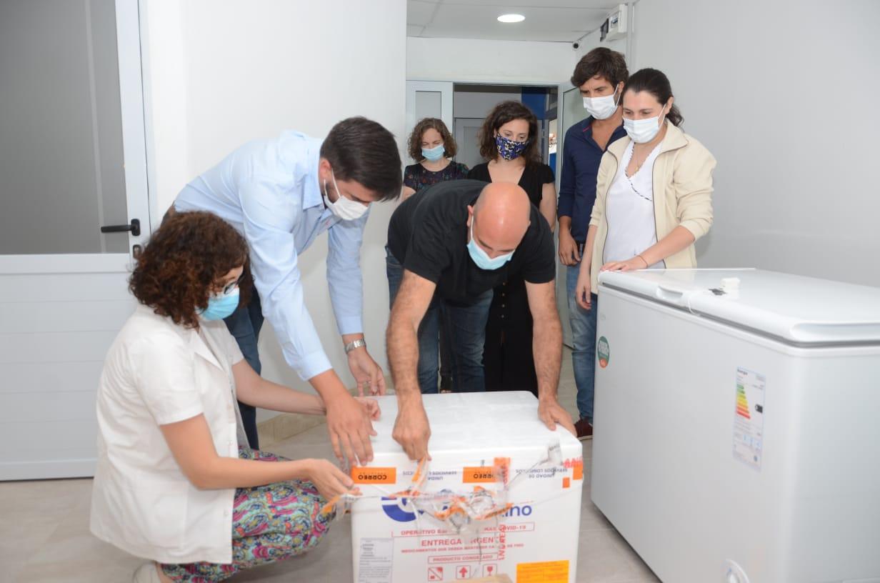 """Otra oportunidad: llegaron otras 450 vacunas """"Sputnik V"""" a Olavarría y esta vez lo invitaron a Galli"""