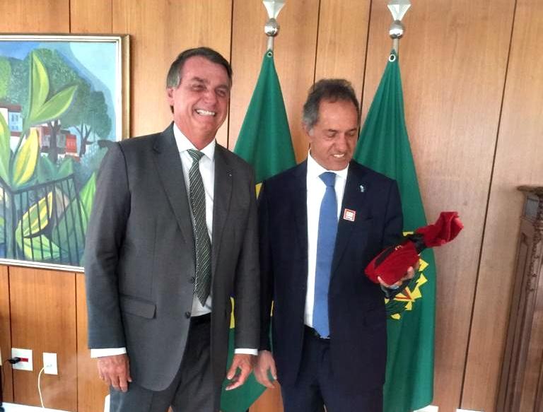 Bolsonaro recibió a Scioli, le garantizó la cuota de trigo y le hizo un regalito de cumpleaños