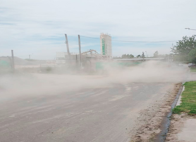 La Matanza: Vecinos denuncian el grave impacto ambiental que genera una hormigonera en pleno barrio Los Ceibos