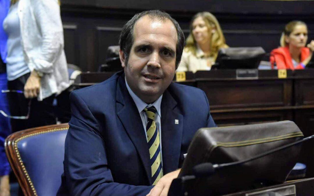 """El opositor Bugallo le apuntó a los ediles de Giles que se aplicaron la vacuna: """"Se dedican a vacunar militantes"""""""