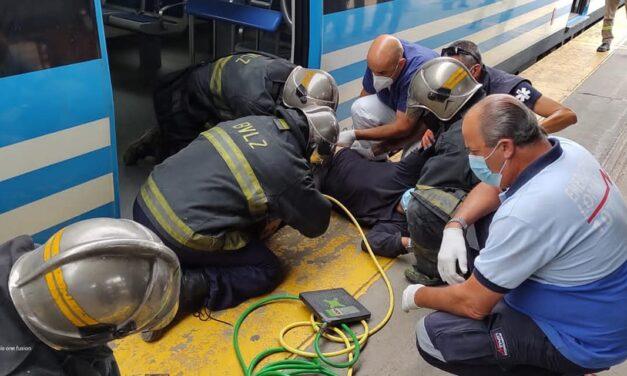 Milagro en Temperley: un hombre fue rescatado ileso luego de quedar atrapado entre un tren y el andén