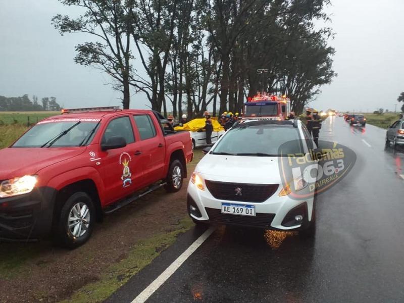 Tragedia en Daireaux: una familia viajaba por la ruta, cayó un árbol sobre el auto y murió una nena de 12 años