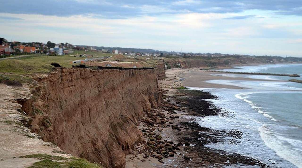 Cuáles son los distritos más afectados por la erosión costera que pierden hasta 1 metro de playa por año