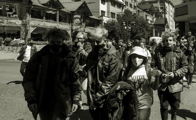 Gonzalez Chaves: Un grupo de 12 egresados debieron ser aislados al llegar de bariloche ¿Qué les pasó?